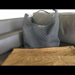 Authentic Gucci handbag. Brown GG Canvas